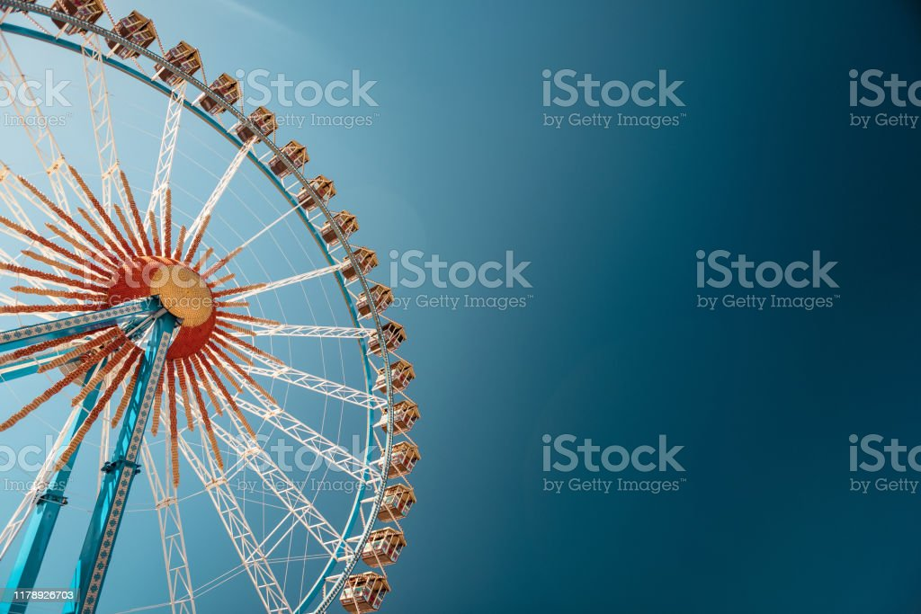 Riesenrad auf dem Münchner Oktoberfest - Lizenzfrei Aufnahme von unten Stock-Foto