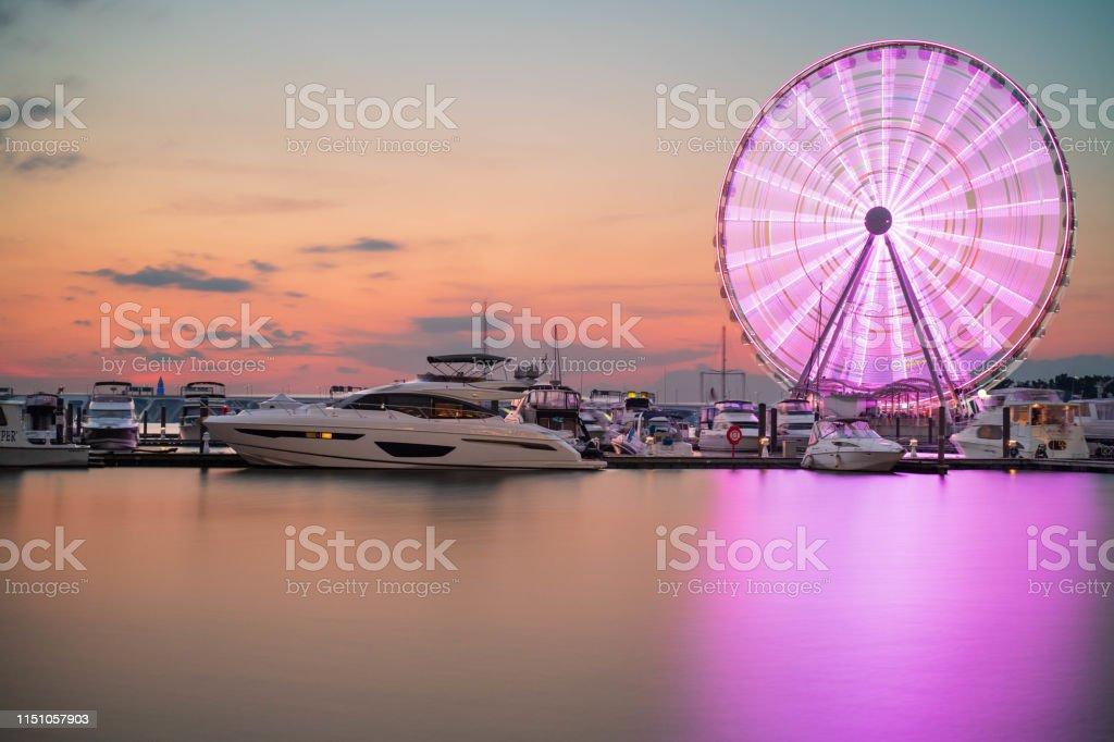 Ferris Wheel at National Harbor, Maryland - Foto stock royalty-free di Acqua