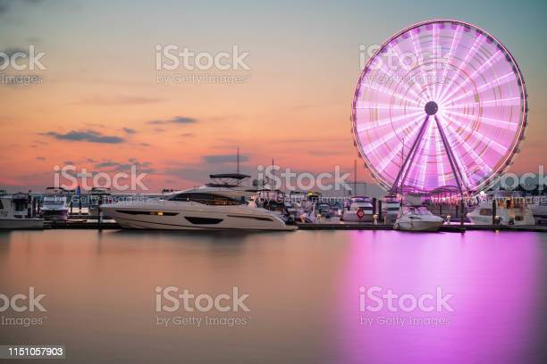 Ferris Wheel At National Harbor Maryland - Fotografie stock e altre immagini di Acqua