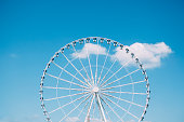 観覧車に青い空の背景(パリ(フランス)