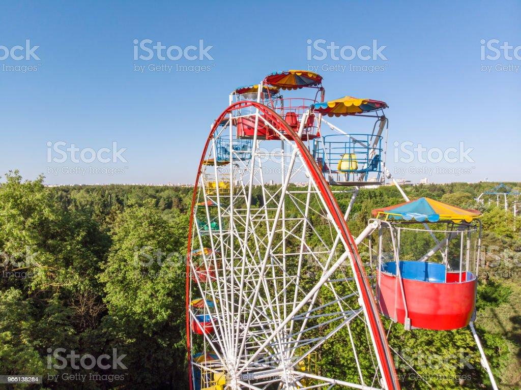 pariserhjul på blå himmel bakgrund - Royaltyfri Avkoppling Bildbanksbilder