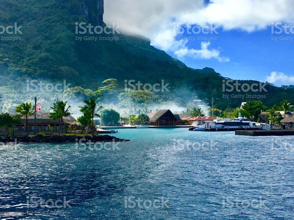 Ferry harbour of beautiful Bora Bora - fotografia de stock