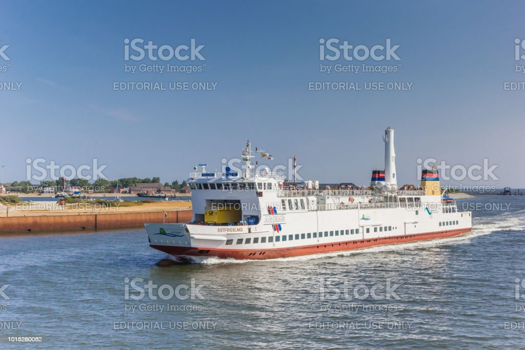 Fähre verlassen das Wattenmeer Hafen Borkum, Deutschland – Foto