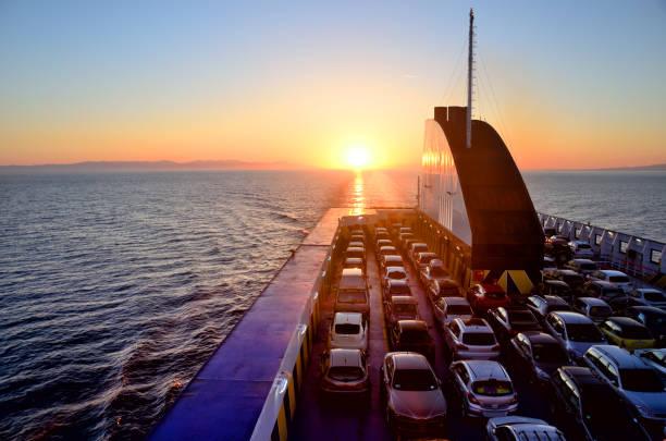 ferry with cars - ferry imagens e fotografias de stock