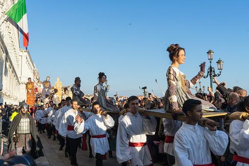 Festa Delle Marie Parade Behoort Tot De Belangrijkste Gebeurtenis Tijdens Het Carnaval Van Venetië Venetië Italië Stockfoto en meer beelden van Carnaval - Feestelijk evenement