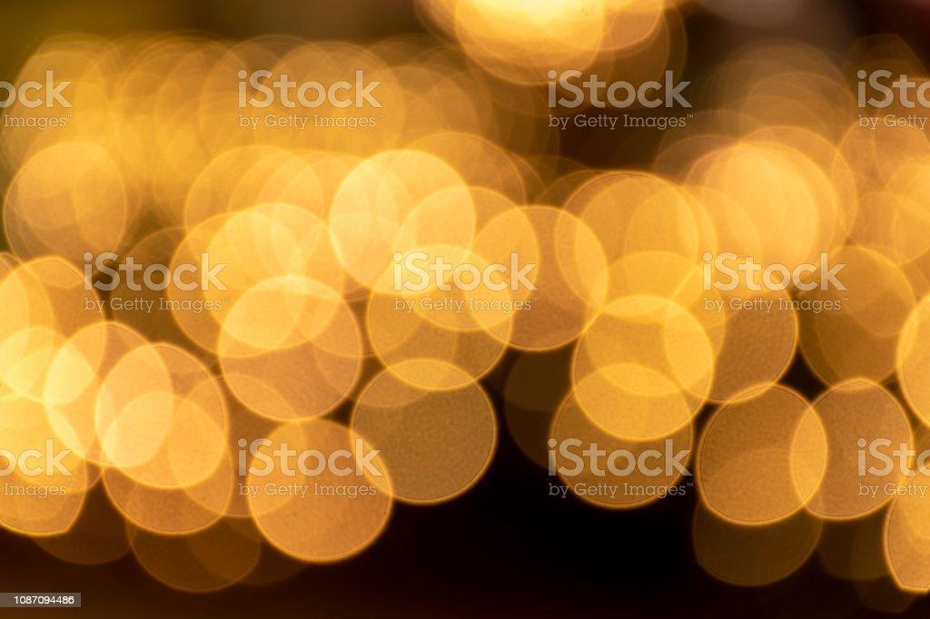 Festival ou carnaval abstrato com bokeh defocused luzes e estrelas - foto de acervo