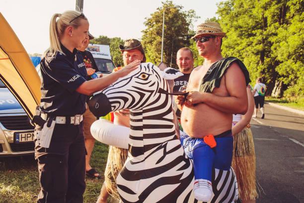 festival gente - feliz dia del policia fotografías e imágenes de stock