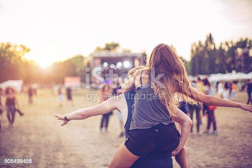 istock Festival vibes 505499458
