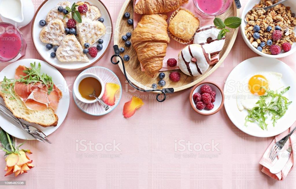 Festival brunch ya da Sevgililer günü için ayarla kahvaltı gün veya Paskalya anneler. - Royalty-free Almanya Stok görsel
