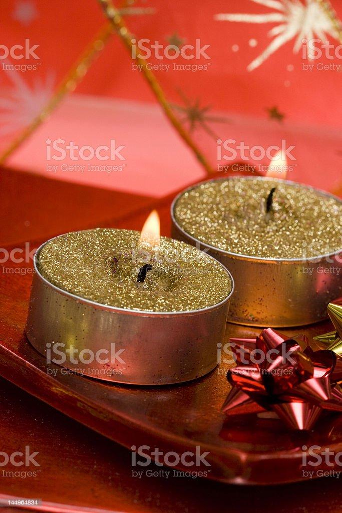 festive velas na placa com fita foto de stock royalty-free
