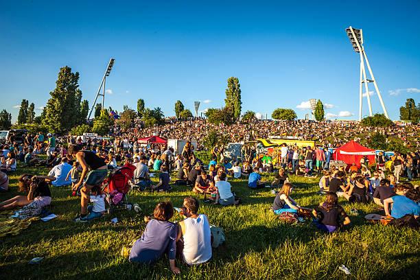 feta de la musique, prenzlauer berg, berlin, deutschland. - veranstaltungsraum stock-fotos und bilder