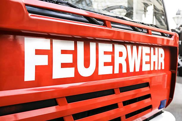 fire - feuerwehrmann deutsch stock-fotos und bilder