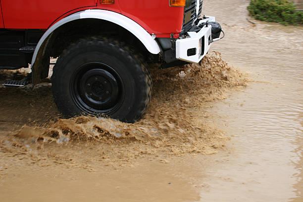 Fire Auto beim Hochwasser-Einsatz im Göttingen nach flood level marker 2007 – Foto