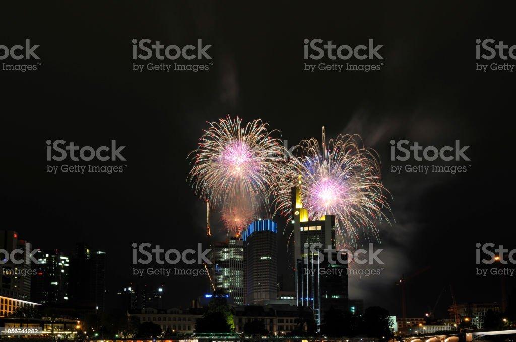 Feuerwerk Über Dem Frankfurter Bankenviertel – Foto