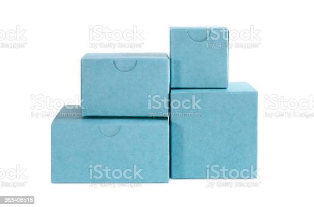 Kilka Kartonowych Niebieskich Pudełek - zdjęcia stockowe i więcej obrazów Bez ludzi