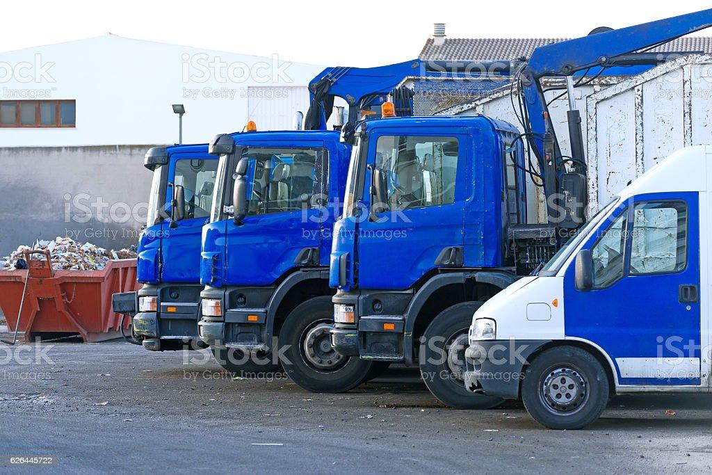 Few garbage trucks on the parking lot. – Foto