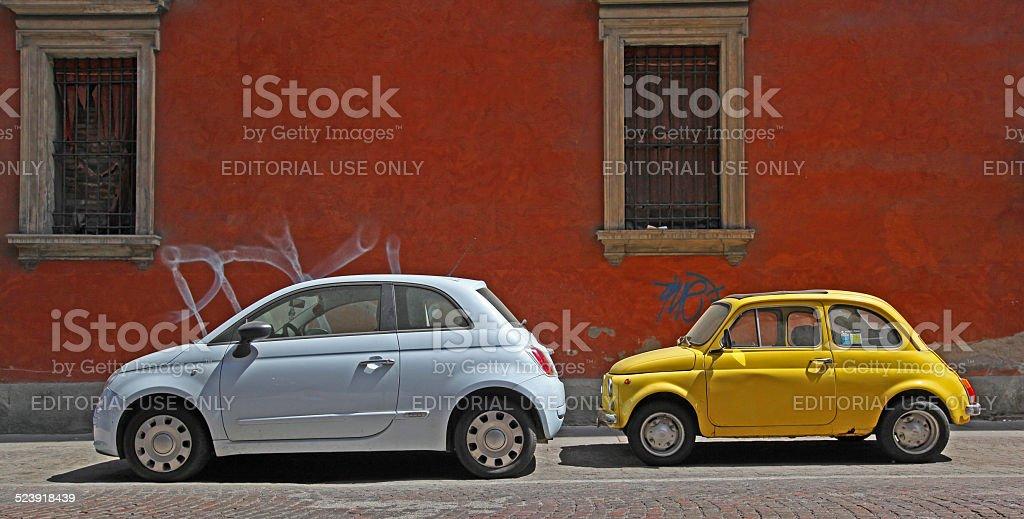 Fiat 500 Vecchio e nuovo In Italia - foto stock