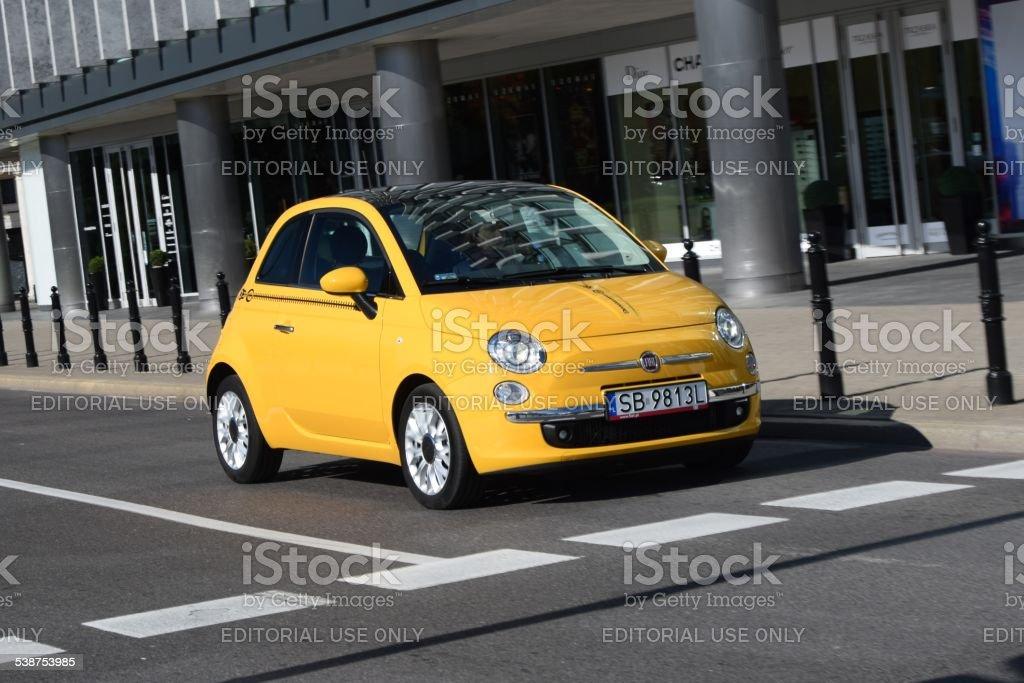 Fiat 500 su strada - foto stock