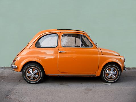 Fiat 500 orange.