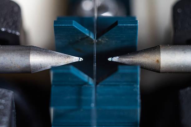 glasfaser-verbindung auf spleißen werkzeuge - spleißen stock-fotos und bilder