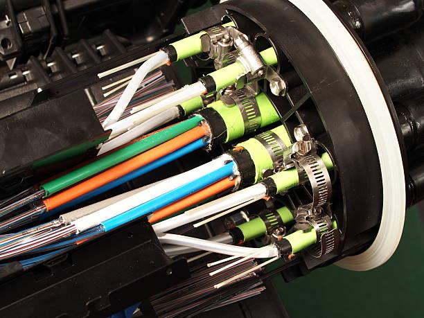 glasfaser mass verschluss mit kabel eintrag port, nahaufnahme - spleißen stock-fotos und bilder