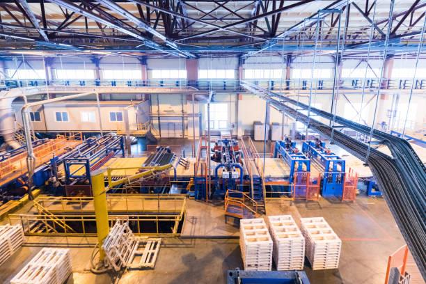 fiberglas-industrie produktionsanlagen zur herstellung hintergrund - op leuchte stock-fotos und bilder