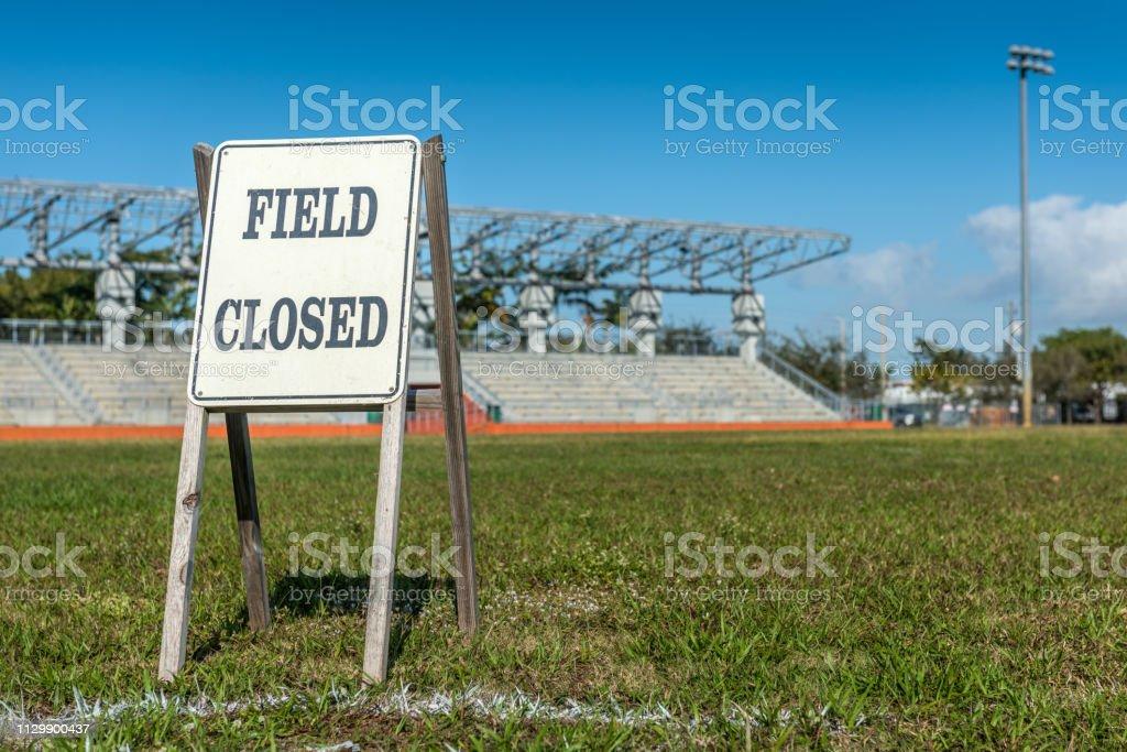 Feld geschlossen Schild – Foto