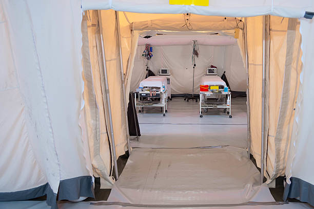 Field hospital tent with beds – Foto