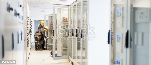 istock Field service crew testing electronics or inspecting electrical installation system 909829238