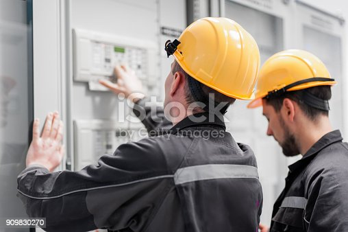 istock Field service crew testing electronics or inspecting electrical installation system 909830270