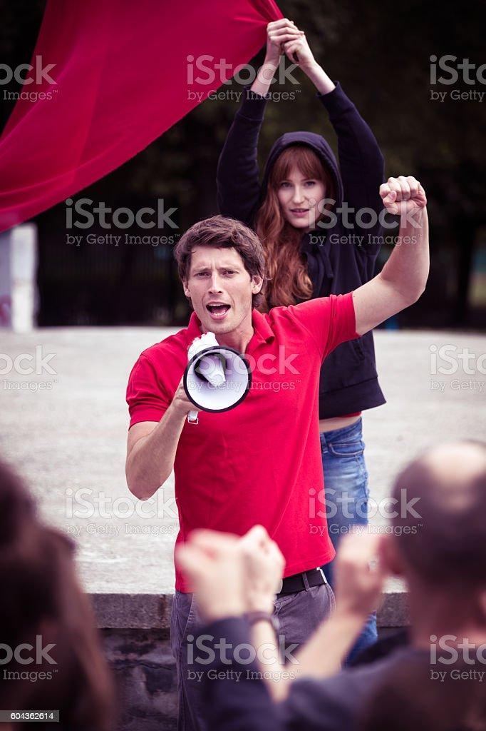 Fiery speech of a young riot leader - foto de stock