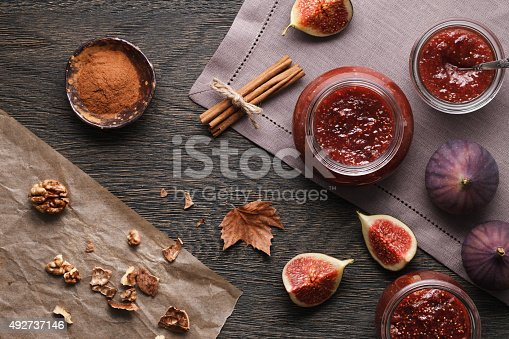 Fig jam with the ingredients: fig pieces, walnuts and cinnamon.