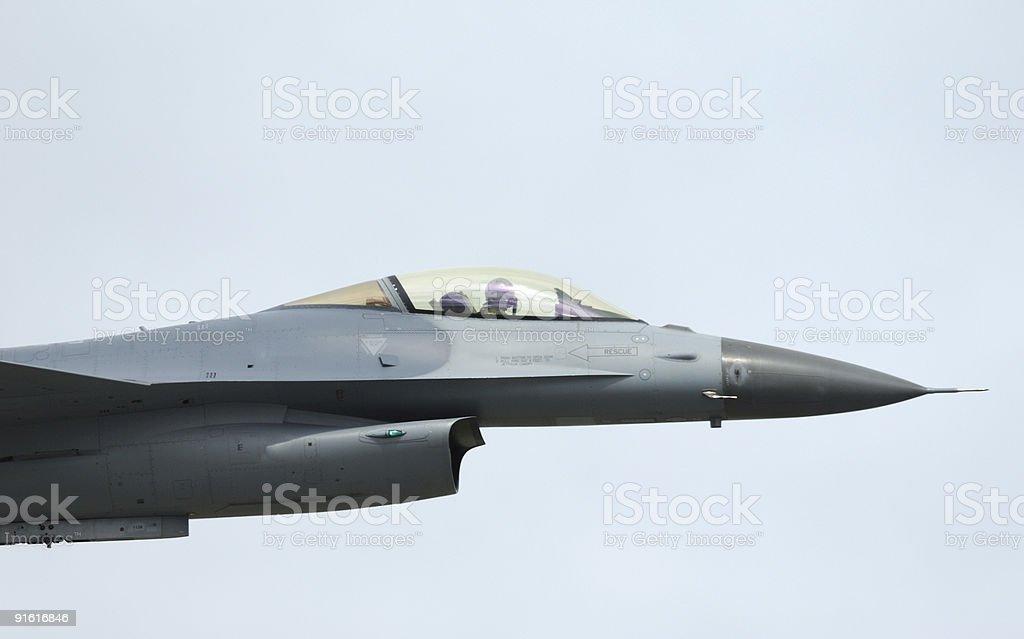 F - 16 Fighter Falcon en airshow - foto de stock