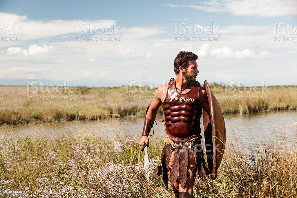 Fighting alten Krieger in Landschaft-Hintergrund – Foto