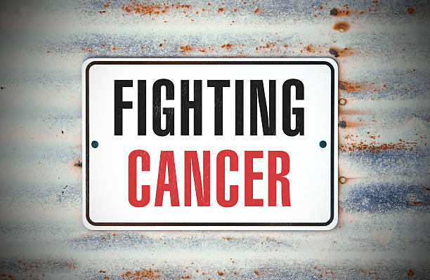 kampf gegen krebs - symptome brustkrebs stock-fotos und bilder