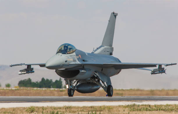 F-16 Fighting Falcon fighter plane on runway F-16 Fighting Falcon fighter plane on runway f 16 fighting falcon stock pictures, royalty-free photos & images
