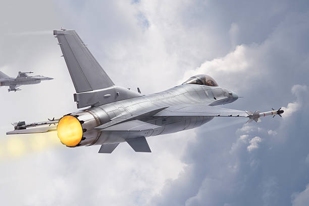 F-16 Fighting Falcon jets fly through clouds F-16 Fighting Falcon military jets (models) fly through clouds f 16 fighting falcon stock pictures, royalty-free photos & images