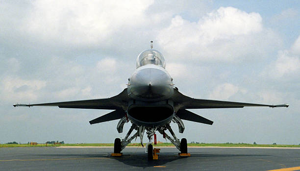 F16 Fighting Falcon An F16 Fighting Falcon figher aircraft used by the US Air Force f 16 fighting falcon stock pictures, royalty-free photos & images