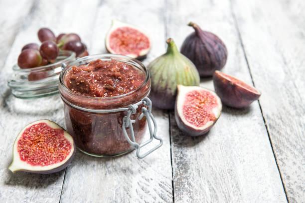 confiture de figues dans bocal marmelade de fruits - figue photos et images de collection