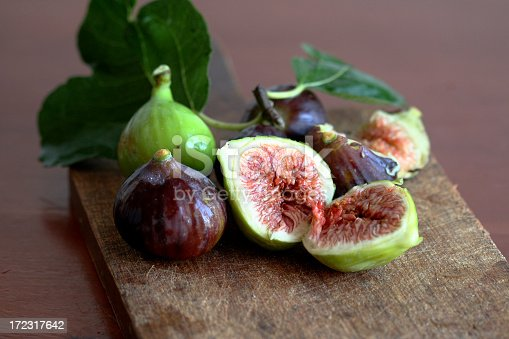 istock Figs still life picture in halves 172317642
