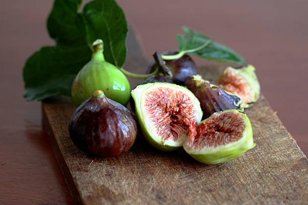 figs nature morte - figue photos et images de collection