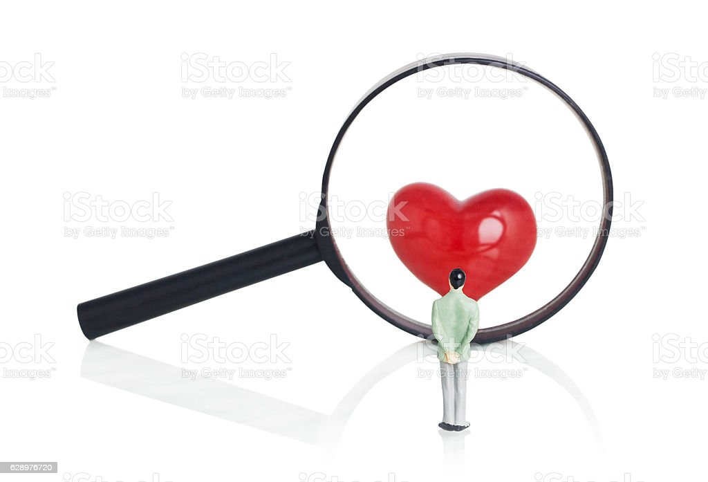 Figure Man Looking Through The Magnifying Glass - foto de acervo