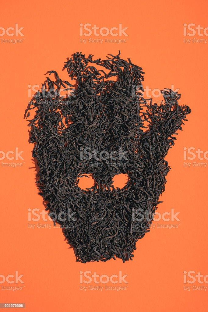 Figure of black tea on an orange background photo libre de droits