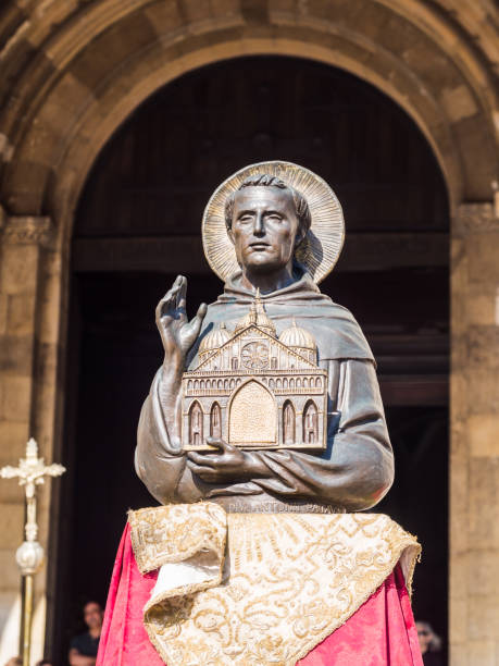 Figure on Saint Anthony in front of Se de Lisboa Lisbon, Portugal - June 13, 2017: Figure on Saint Anthony in front of Se de Lisboa Cathedral during celebreations of Saint Anthony in June 2017. st. anthony of padua stock pictures, royalty-free photos & images