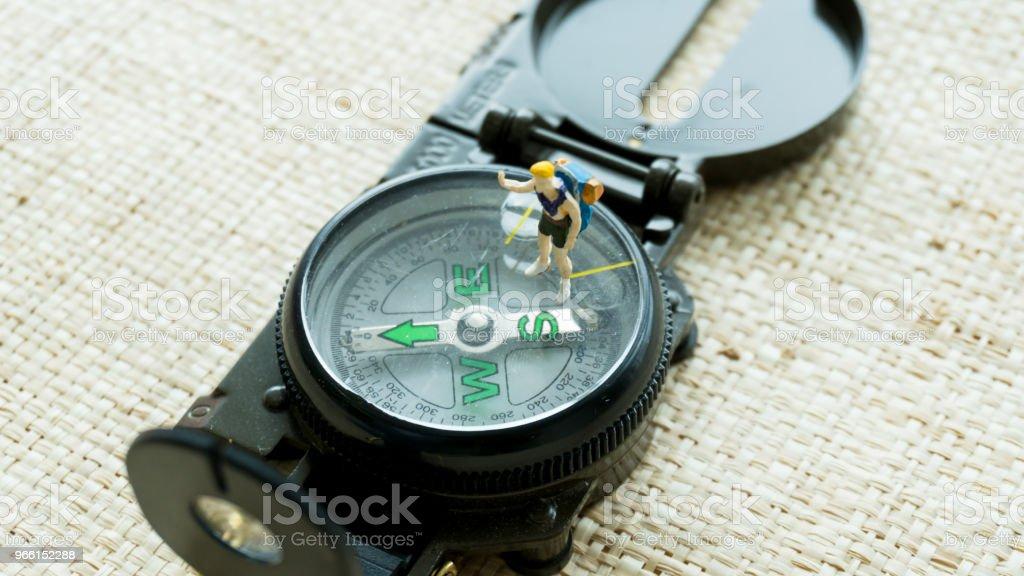 Figur-Modell auf dem Kompass Navigation-guide - Lizenzfrei Altertümlich Stock-Foto