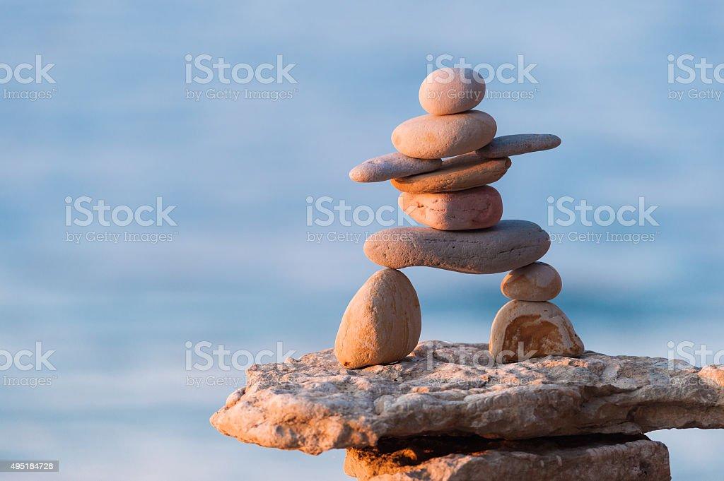 Figur der Inuit-Steindenkmal von Steinen – Foto