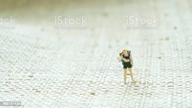 Figurine Travel Man On The Screen Background - Fotografias de stock e mais imagens de Abstrato