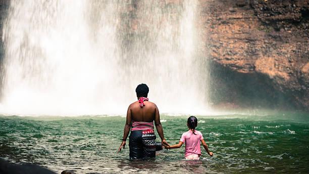 Fiji Familie genießt eine Runde – Foto