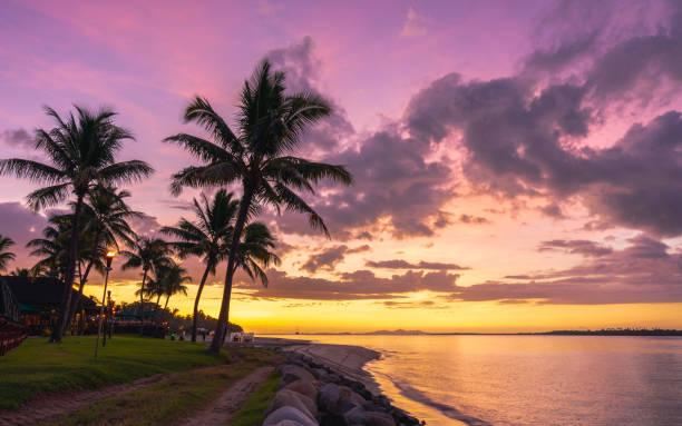 Fidschi-Küste bei Sonnenuntergang – Foto