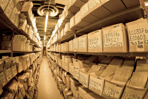 dateien in archiv - keller organisieren stock-fotos und bilder